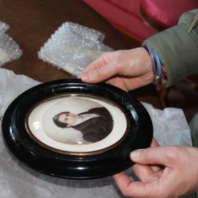 Tornen restaurats tres retrats en miniatura del fons d'art de la Masia d'en Cabanyes