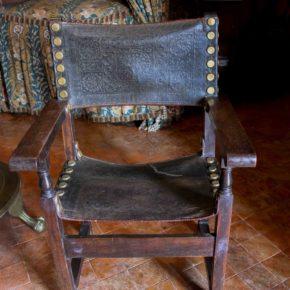 AVUI PARLEM DE...Les cadires de frare de la Masia d'en Cabanyes