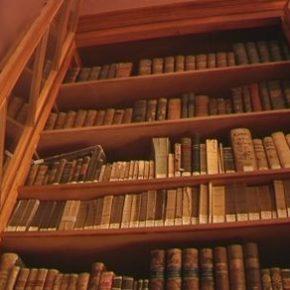 Part del fons bibliogràfic de la familia Cabanyes torna a la biblioteca de la Masia d'en Cabanyes - Canal Blau