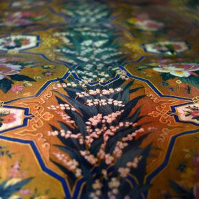 """Les cortines a """"L'indiana"""" amb motius florals de la Cambra del poeta Manuel de Cabanyes"""